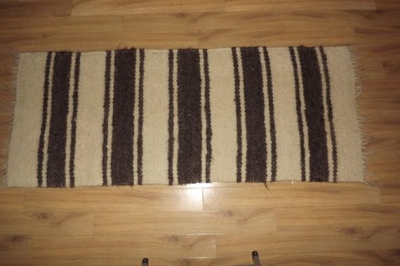 carpeta cu dungi alb si gri_2